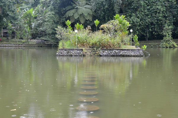 full_ancient-pond-batukaru-small_1426738195