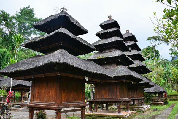 full_meru-in-batukaru-temple-small_1426738137