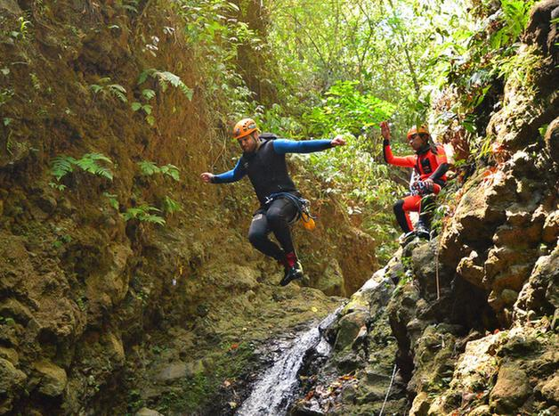 Jumping-into-a-pool-while-canyoning-in-Bali-Kerenkali-GNh_628px