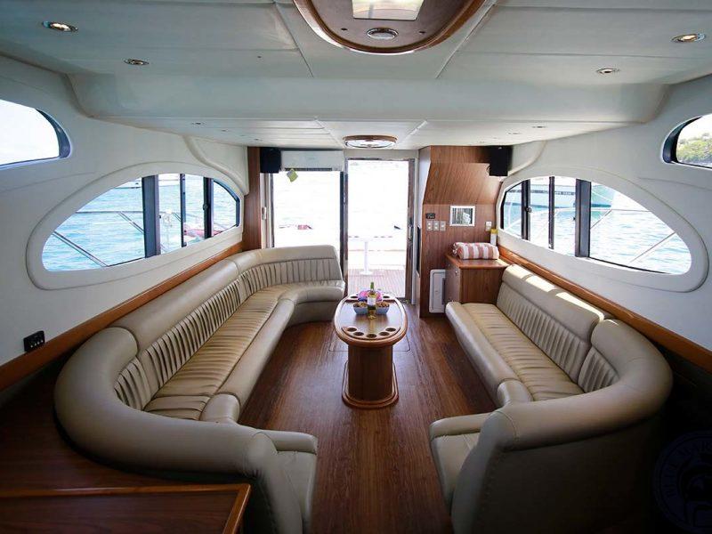 yacht-in-bali-800x600